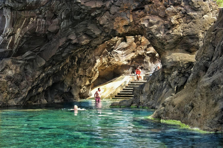 Ilha da madeira noroeste piscinas vulc nicas 4x4 tour for Piscina 4x4
