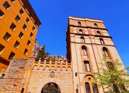 Barcelona: Low Cost Tour To Montserrat Monastery