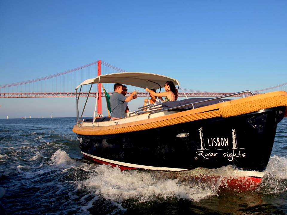 Lisbon Sightseeing Boat Tour & Picnic