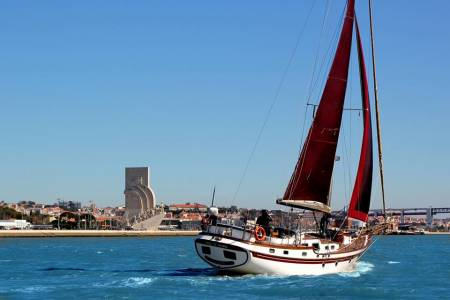 Lisbon: Private 2-Hour Cruise On A Unique Vintage Sailboat