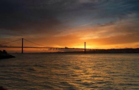 Lisbon: 2-Hour Luxury Yacht Tour In The Tagus River