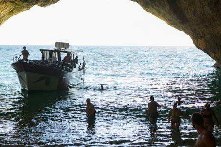 Manguito Yacht inside benagil caves