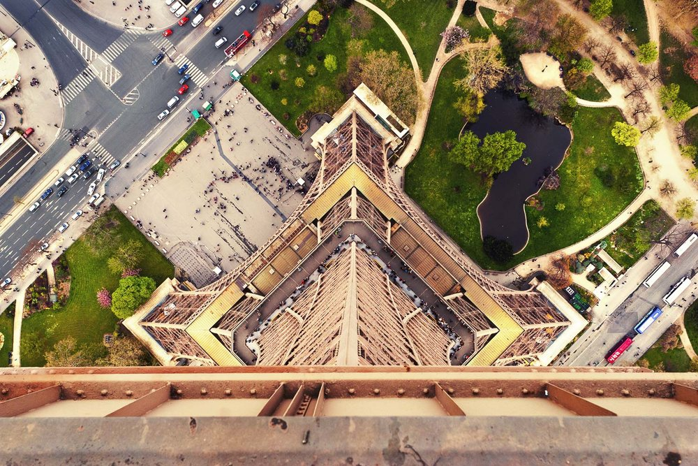Un point de vue unique de La Dame de Fer, Paris. A unique point of view of the Lady of Iron, Paris.