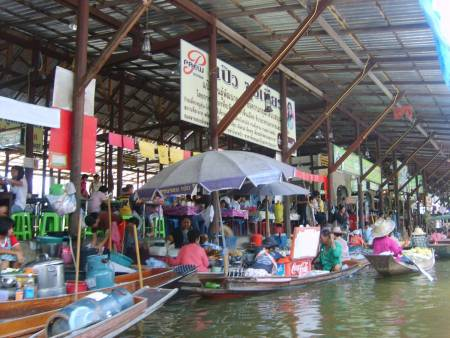 Samphannam floating market