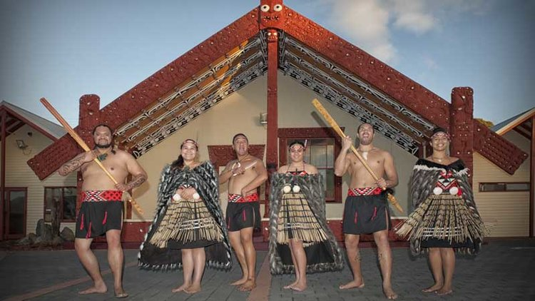 Hobbiton Movie Set Tour & Rotorua Geothermal Geysers With Maori Culture