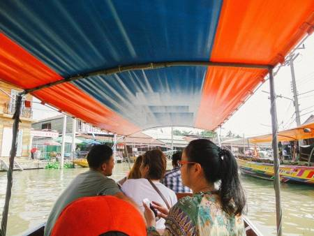Half-Day Weekend Tour To Amphawa Floating Market And 5-Temple Cruise