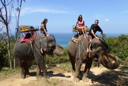 One Day Tour – Ride An Elephant And Enjoy The Skyline Of Phuket (Thailand)