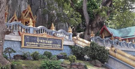 Full-Day Tour To The Khao Yoi Caves And Hua Hin Floating Market