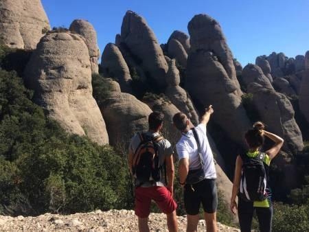 Depuis Barcelone: visite D'une Demi-Journée Dans Le Parc Naturel De Montserrat Et À Pied