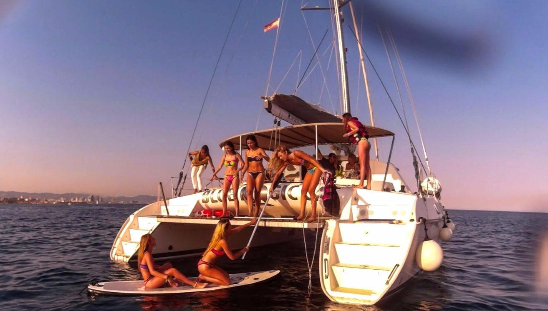 Katamaran segeln luxus  Genießen Sie Die Skyline Barcelonas Von Einem Luxus-Katamaran - 3H ...