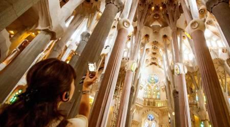 En Francés: El Paseo De Gracia Y La Visita De La Sagrada Familia