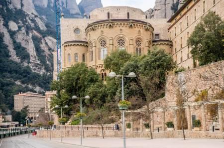 Halbtagesausflug Von El Mágico Montserrat Und Colònia Güell De Gaudi