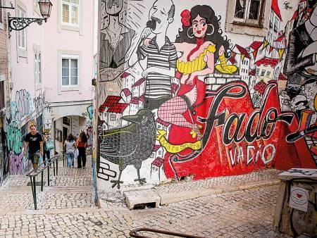 Seven Hills Street Art Tour, Lisbon