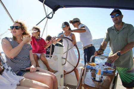 Afternoon Merienda and Sailing Experience Barcelona – 2 Hours
