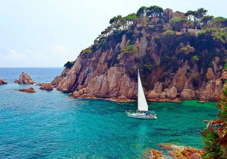 From Barcelona: Private Luxury Tour To Costa Brava, Land Of Geniuses