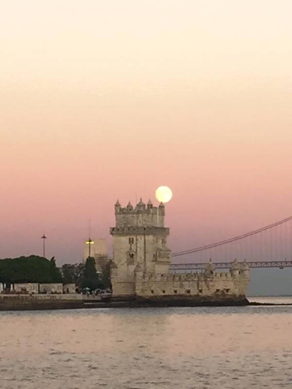 Motorboat Cruise In Lisbon - Fast & Convenient Tour Of Lisbon's Significant Landmarks