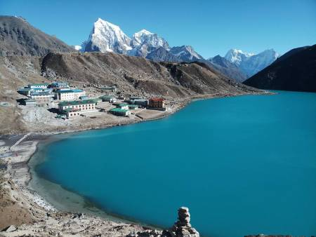 Everest Base Camp With Chola Pass Trek Via Gokyo Lakes – 18 Days