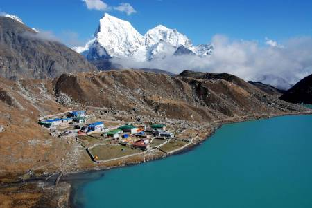 Everest Base Camp Trek Via Gokyo Lakes – 17 Days