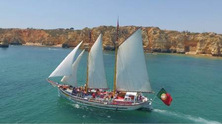 From Lagos: 4H30 Ride On Ponta Da Piedade By Sailboat + Lunch On Board