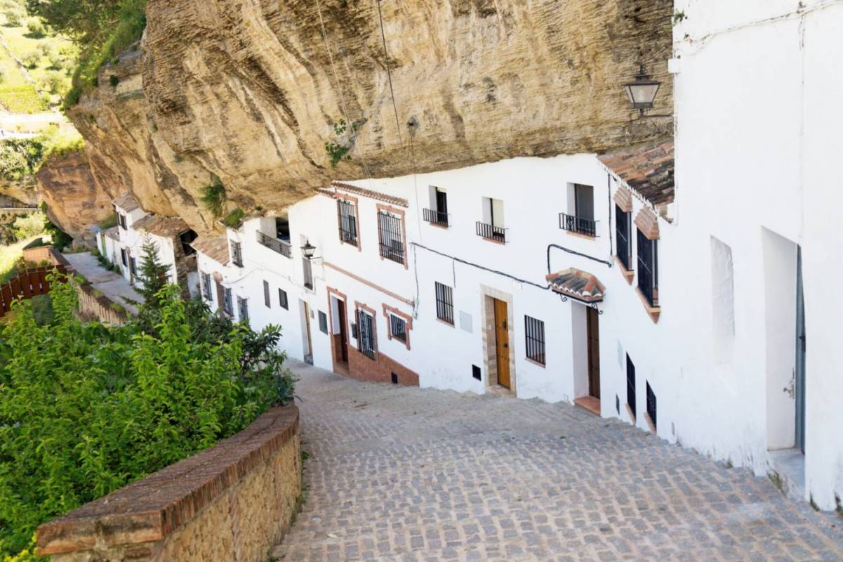 From Seville: Private Day Trip To Ronda and Setenil De Las Bodegas