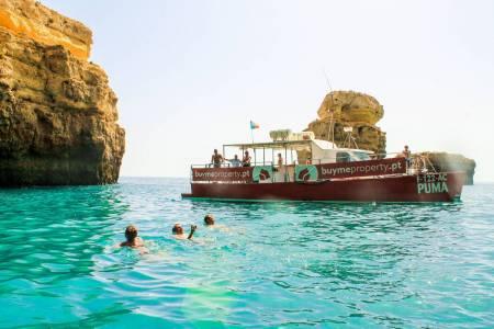 Paseo De Catamarán De Día Entero A La Gruta Del Benagil Y Barbacoa En La Playa A Partir De Vilamoura