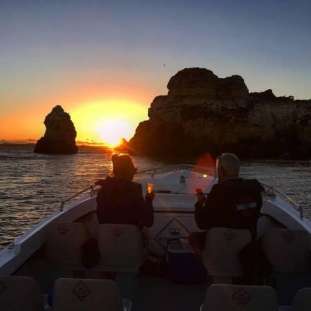 Private Bootstour, Um Den Sonnenuntergang Am Meer Von Portimão Aus Zu Beobachten