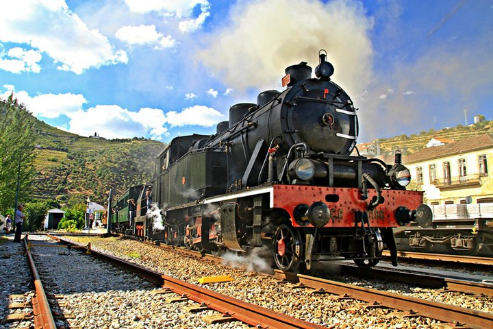 Historical Train With A Douro Cruise