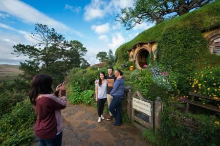Excursão Terrestre De Tauranga: Hobbiton & Waitomo Glowworm Caves