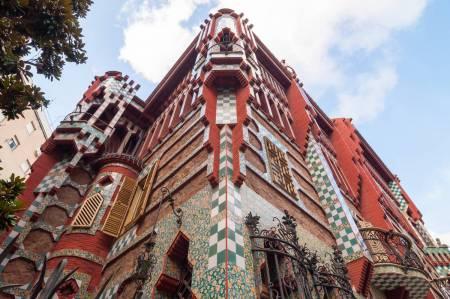 Barcelona: Excursión A Pie Guiada En Gràcia & Degustación De Tapas