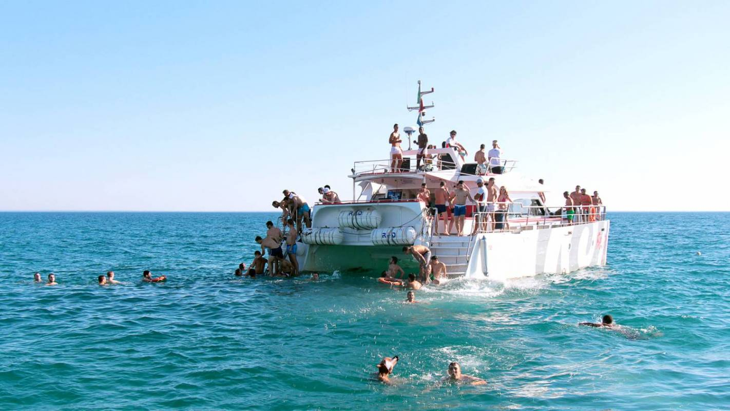 Boat Party & Beach BBQ In Albufeira