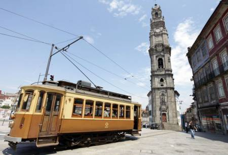 Porto: Full Day City Tour For Small Groups With Wine Tasting & Douro River Cruise
