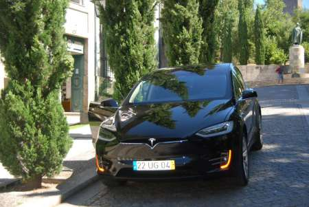 From Porto: Full Day Tour To Guimarães Braga By Tesla