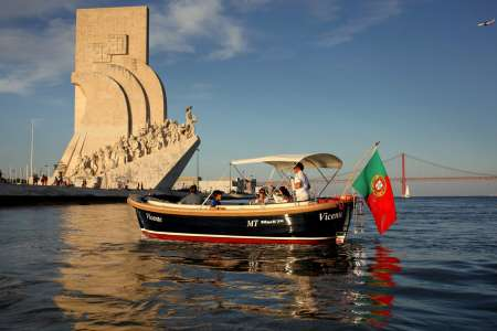 Private 1,5-Hour Sunset Boat Tour In Lisbon With Typical Snacks And Drinks
