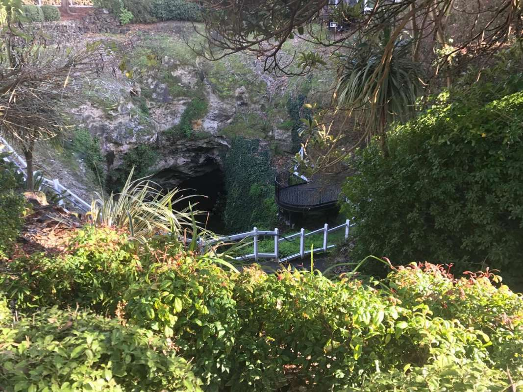 From Mount Gambier: Small-Group Tour To Blue Lake, Caves & Coast With Lunch