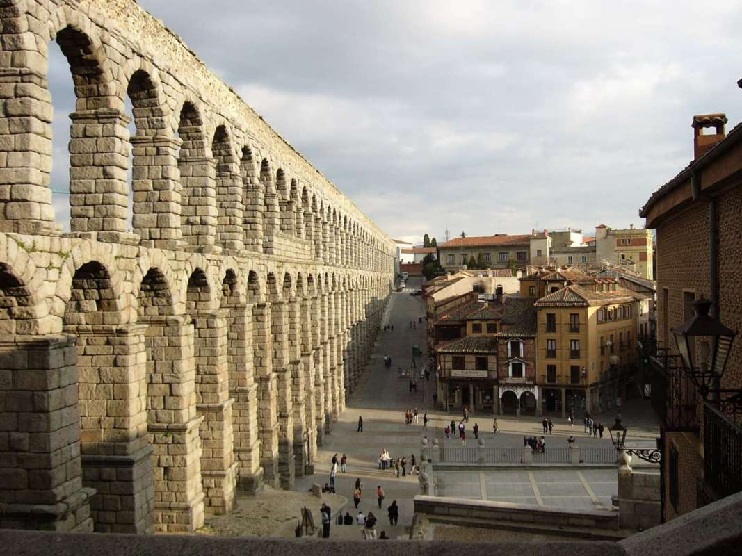 From Madrid: Excursion To Segovia & Avila By Luxury Bus With Guided Walking Tours