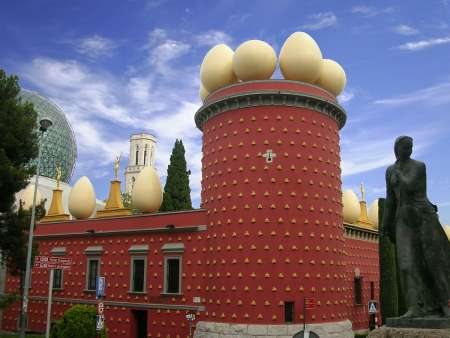 From Barcelona: Full-Day Trip To Girona, Figueres And Dalí Museum