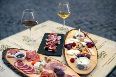 Lisbon: Portuguese Wine Tasting Session With Tapas