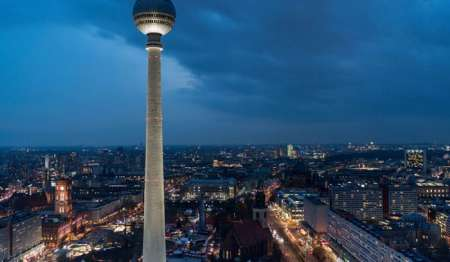 Berlin: Guided Night Tour In Spanish