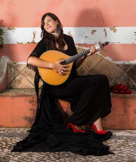 Fado-Konzert & Tour in einem typischen Restaurant in Lissabon