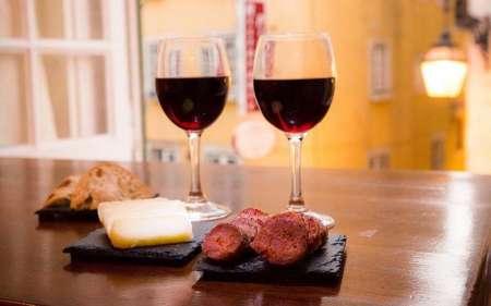 Lisboa: Passeio De 2 Horas De Tuk Tuk Sobre A História Do Fado Com Petiscos E Copo De Vinho