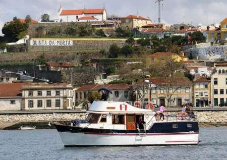 Porto: Excursion Privée En Bateau De 2 Heures Dans Le Douro
