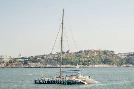 Lisbon: 1,5-Hour Tour On Sailing Catamaran On The Tagus River