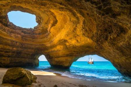 Algarve Coast: Benagil Cave Boat Tour With Jeep Ride And Winery Visit With Lunch