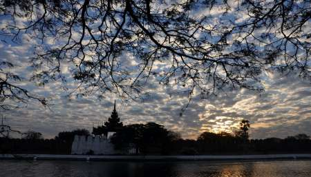 Mandalay: Halbtagestour Durch Das Buddhistische Theravada-Ritual Am Morgen