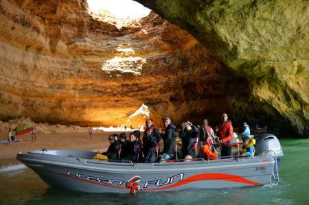 2-Hour Boat Tour To Discover The Famous Caves In Benagil