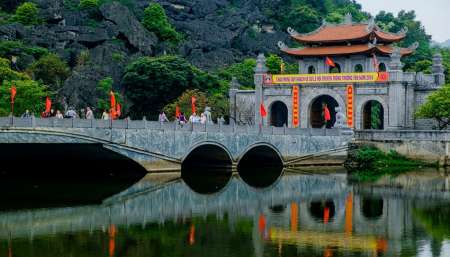 From Hanoi: Full-Day Tour To Ninh Binh With Visits To Tam Coc And Hoa Lu