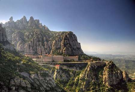 Barcelona: Guided Bus Tour To Montserrat And Sailing Boat Tour From Port Vell