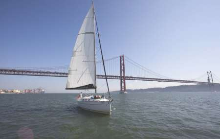 2-Hour Private Sailing Tour In Lisbon