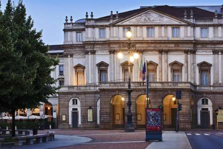 Milan: Guided Tour To The Museum And Theater La Scala