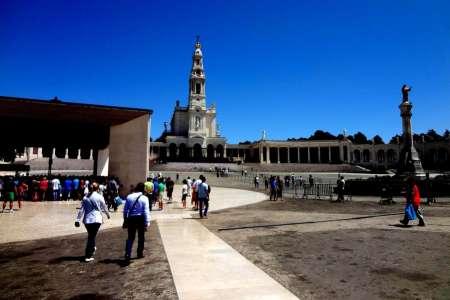 Full-Day Excursion To Fátima Sanctuary, Óbidos, Batalha And Alcobaça Monasteries And Nazaré